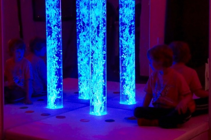 Interactive LED Bubble Tube Corner 4-001